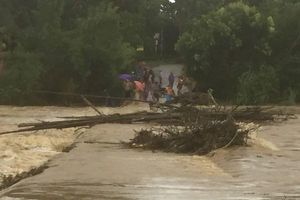 Tình hình mưa lũ, sạt lở đất ở các tỉnh Trung Bộ còn diễn biến phức tạp