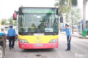 Kiểm tra khí thải ôtô đợt cuối, dừng hoạt động 1 xe buýt không đạt yêu cầu