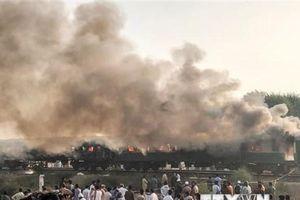 Nhiều thương vong trong vụ cháy tàu hỏa kinh hoàng ở Pakistan