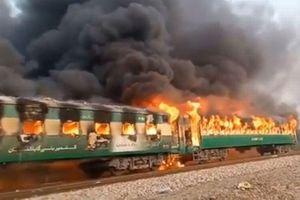 Ít nhất 70 người chết trong vụ cháy tàu hỏa nghiêm trọng tại Pakistan