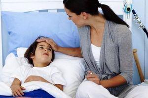 Bố mẹ nghỉ việc chăm con ốm đau có được hưởng Bảo hiểm xã hội?