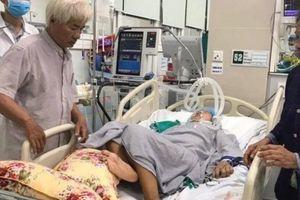 Sau 2 năm thất lạc, nghẹn ngào hội ngộ con gái hôn mê trong phòng cấp cứu