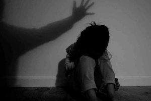 Truy tìm đối tượng cưỡng hiếp rồi cướp 1 triệu đồng của bé gái 8 tuổi bán vé số
