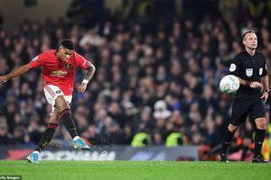 Rashford chói sáng, MU đánh bại Chelsea trên sân khách
