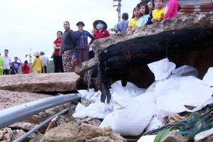 Ám ảnh cảnh sóng cao 5 m xô đổ nhà ở Quy Nhơn