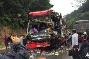Xe khách đấu đầu xe tải, 6 bị thương trên Quốc lộ 2