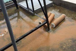 Kon Tum: Dân phản ánh nước máy đục, bùn đất dính đầy ống lọc