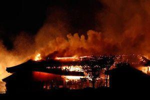 Kinh hoàng cảnh di sản thế giới Shuri chìm trong 'biển lửa'