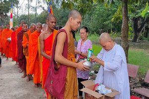 Rộn ràng lễ Dâng y Kathina của bà con dân tộc Khmer