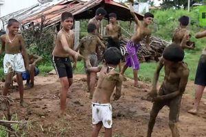 Kỳ lạ lễ hội... ném phân bò của người Ấn Độ