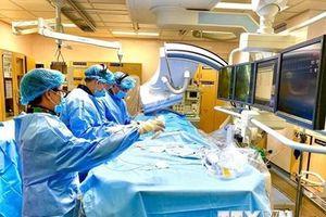 Phẫu thuật nội soi, ít xâm lấn - xu hướng mới điều trị bệnh tim mạch