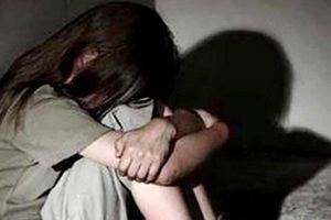 Truy tố thanh niên lừa nữ sinh 13 tuổi vào nhà nghỉ để 'yêu'