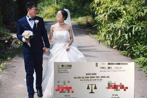 Nhận thiệp mời của đôi dâu rể, nhiều người bủn run chân tay khi vừa nhìn qua, đọc xong nội dung còn 'toát mồ hôi' hơn nữa