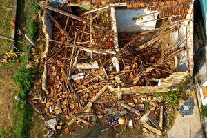 Hàng nghìn người miền Trung mất chỗ ở sau bão số 5