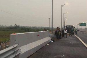 Đi bộ trên cao tốc, người đàn ông bị ôtô tông chết
