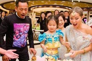Chia tay Liêu Bích Lệ, Châu Trác Hoa tổ chức tiệc bên vợ con