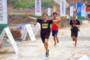 Hơn 1.600 vận động viên thi chạy marathon băng rừng