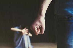 Nỗi ám ảnh của người vợ thường xuyên bị chồng bạo hành tình dục