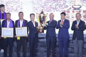 Hà Nội FC tri ân người hâm mộ, nhận Huân chương lao động hạng Ba