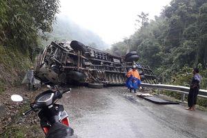 Cao Bằng: Xe tải mất lái, lật nghiêng chắn ngang QL34 làm giao thông tê liệt