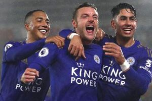 Leicester của Rodgers có xuất sắc hơn Leicester vô địch Ngoại hạng Anh?
