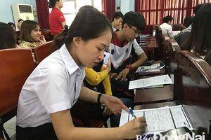 Hơn 100 sinh viên được tuyển dụng thực tập có lương