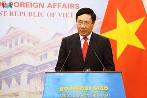 Phó Thủ tướng Phạm Bình Minh chia buồn với gia đình các nạn nhân