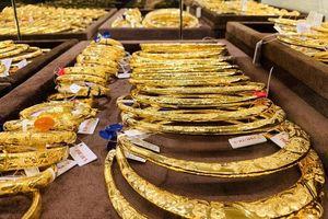 Giá vàng tăng mạnh nhờ chứng khoán Mỹ đảo chiều giảm