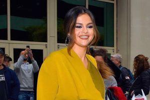 Selena Gomez được khen khi không cài thắt lưng, diện đồ ngủ ra đường