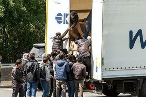 Hé lộ hành trình băng rừng, nhảy xe đến Anh của người nhập cư