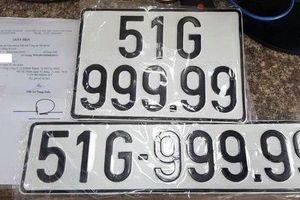 Vừa tậu được xe sang, vừa bấm được 'biển số vàng' 99999, nữ chủ nhân BMW khiến nhiều người ghen tị