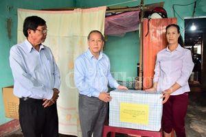Thừa Thiên Huế: Thăm hỏi, tặng quà các gia đình bị thiệt hại nặng nề trong cơn 'đại hồng thủy' lịch sử 1999
