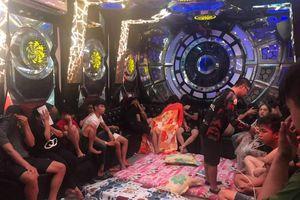 Nhóm dân chơi thuê phòng karaoke tổ chức thác loạn tập thể