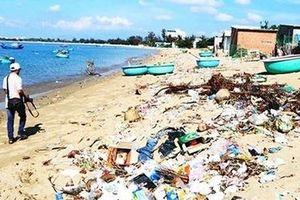 Báo động tình trạng rác thải tràn lan ở các bãi biển Ninh Thuận