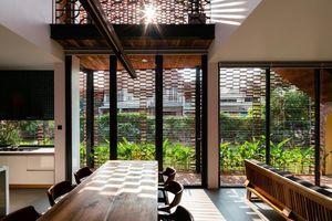 Lạ lẫm nhưng vô cùng bắt mắt với ngôi nhà ngói 3 gian xếp dọc theo mảnh đất hình ống rộng gần 300m² ở Trà Vinh