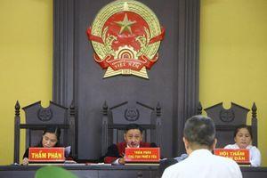Hoãn xử vụ cựu bí thư thị xã Bến Cát Nguyễn Hồng Khanh