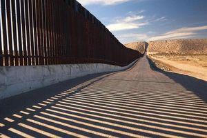 Cận cảnh bức tường biên giới 'không thể xuyên thủng' của Tổng thống Trump