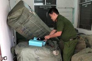 8 tấn hàng không hóa đơn chứng từ trên tàu SE19 vào Đà Nẵng