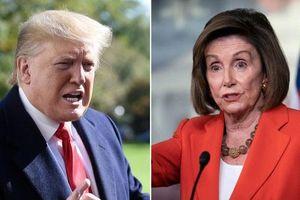 Giữa 'tâm bão' luận tội, Trump chỉ trích Chủ tịch Hạ viện 'mất trí'