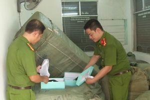Công an tạm giữ hơn 8 tấn hàng lậu trên tàu Thống Nhất SE19