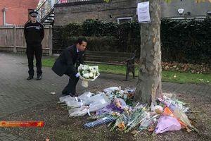 Thứ trưởng Ngoại giao Tô Anh Dũng đặt hoa tưởng niệm 39 nạn nhân tử vong tại Anh