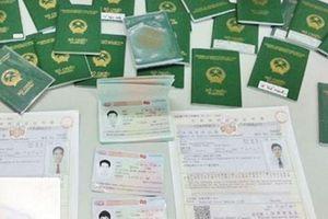 Bắt cặp vợ chồng ở Nghệ An làm 'cò' đưa người ra nước ngoài trái phép