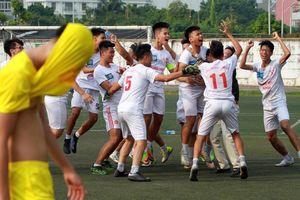 Bất ngờ đổi thủ môn, THPT Hà Thành thắng luân lưu ấn tượng