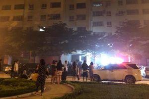Chữa cháy chung cư, một cảnh sát bị ngạt khói