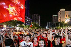 5 màn hình lớn ở phố đi bộ Nguyễn Huệ chiếu trận Việt Nam - Thái Lan