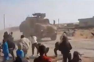 Quân cảnh Nga hứng mưa đá khi đi tuần ở Kobane
