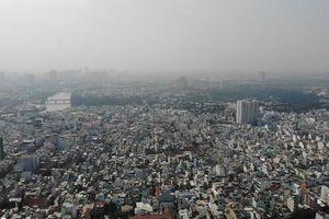 Nhiều tòa nhà cao tầng ở TP HCM 'biến mất' trong sương mù