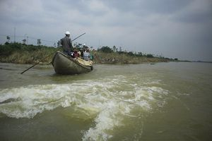 Nguy hiểm vượt sông Trà Khúc