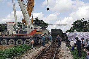 Đang sửa chữa đường ray, 2 công nhân đường sắt bị tàu tông thương vong