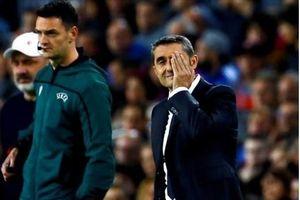 Hòa thất vọng Slavia Prague, HLV Barcelona nói gì?